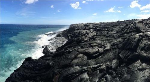 キラウエア火山から海に流込む溶岩の画像(11枚目)