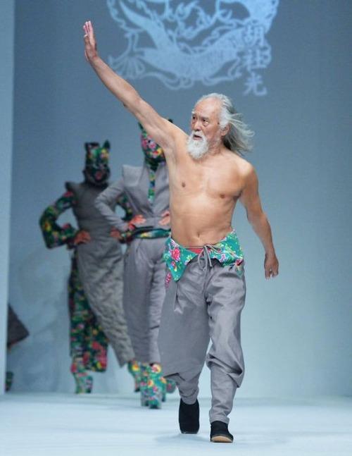 80歳のファッションモデルの画像(5枚目)