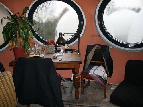 【画像】丸っこい家が乱立している未来的だけどカオスな町並み!!!の画像(11枚目)