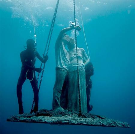 海底に沈む不気味な彫刻の画像(19枚目)
