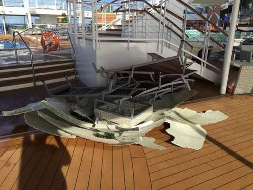 全長348mの超巨大船「アンセム・オブ・ザ・シーズ」の台風の被害が悲惨すぎる!!の画像(11枚目)