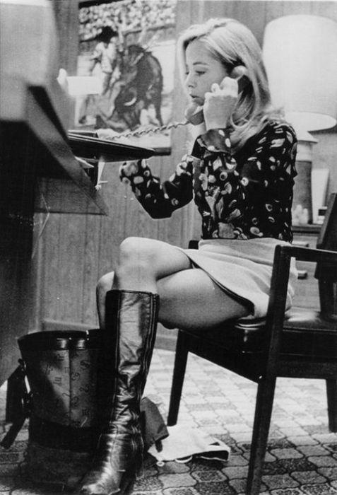 ミニスカートの女性の画像(1枚目)