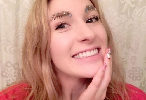 クリスマスをイメージした眉毛のメイクの画像(11枚目)
