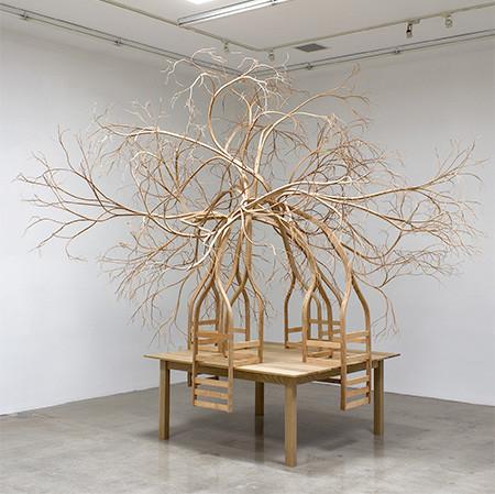 木の枝や根っこのような椅子01