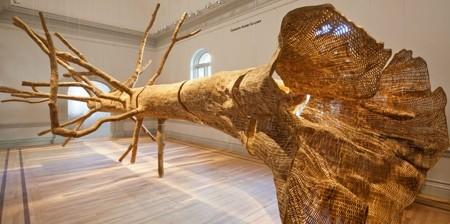 巨木の彫刻01