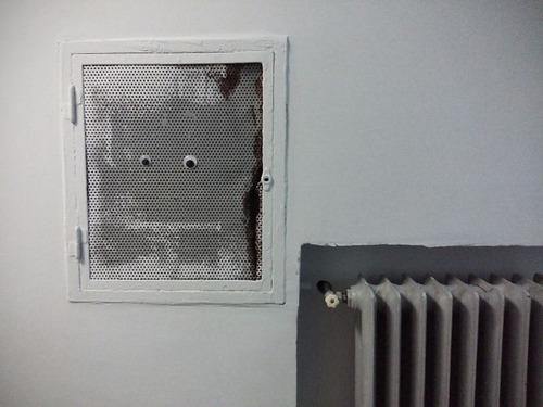 壊れたオブジェに目玉を付けたの画像(3枚目)