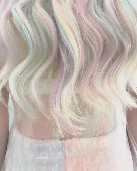 虹のような髪の毛の女の子の画像(11枚目)