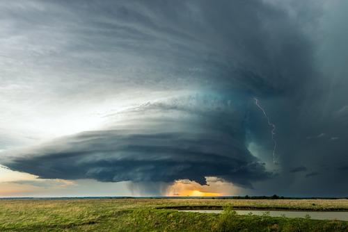 幻想的で恐ろしい!嵐が起こっている空を映した写真の数々!!の画像(1枚目)