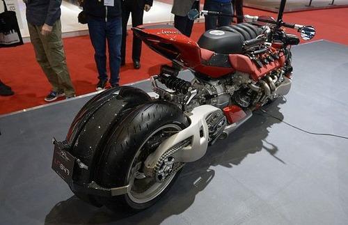 バイク?エンジン?4700ccのエンジン搭載の化け物のようなバイク!!の画像(4枚目)