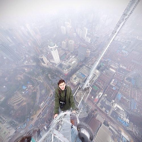 とりあえず高い所に来たので記念撮影をした写真が高すぎて本当に怖いwwの画像(17枚目)