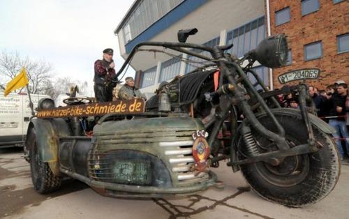 サイドカー付きバイクの画像(3枚目)