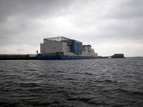 海に浮かぶ島のような監獄の画像(3枚目)