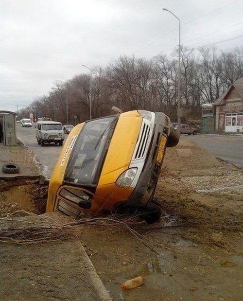 どうしてそうなった?何だか凄まじい事になっている自動車事故の画像の数々!の画像(4枚目)