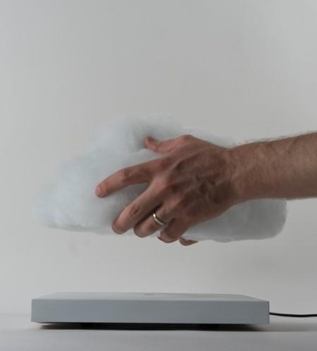 空中に浮かぶ雲の置物02