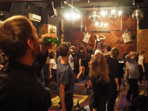 【画像】ビールを飲めるヨガがビールを崇拝する宗教みたいになっているwwwwの画像(5枚目)