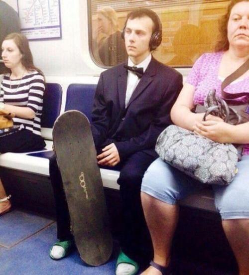 電車や駅で見かけた変った人達の画像(1枚目)