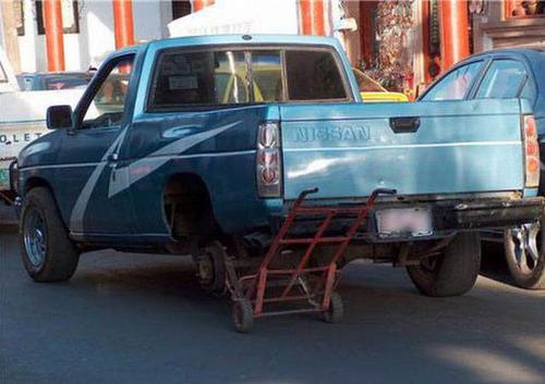 【画像】修理方法が驚異的に雑すぎて、凄いことになってる自動車の数々!!の画像(12枚目)