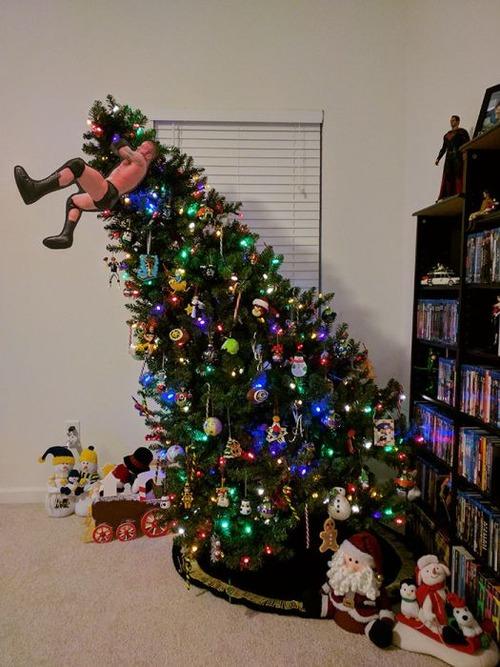 カオスなクリスマスツリーの上の飾りの画像(16枚目)