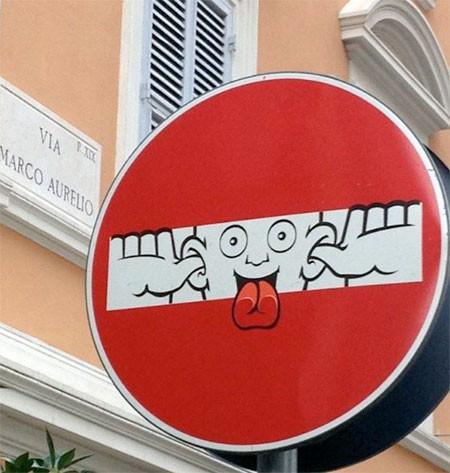 道路標識のストリートアート11