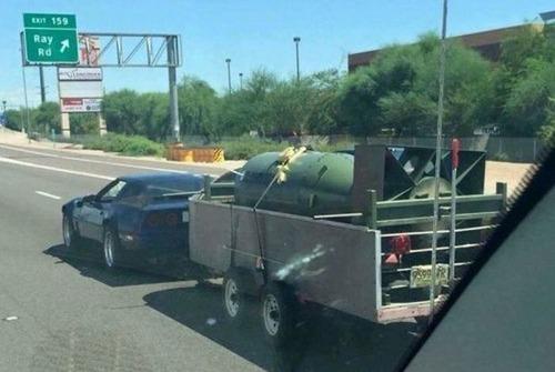 運搬している自動車の画像(1枚目)