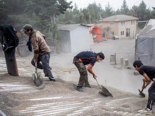 チリのカルブコ火山の噴火で街に積もった火山灰が酷い…の画像(15枚目)