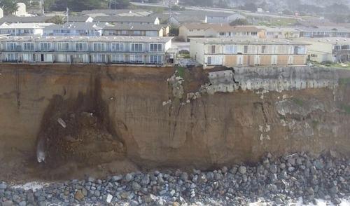 【画像】海沿いの崖が崩れて崩落中のカリフォルニアの町が怖すぎる!!の画像(2枚目)
