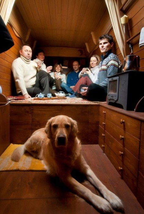 【画像】ワゴン車を木造のキャンピングカーにするカスタムが凄い!の画像(23枚目)