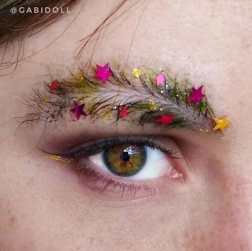 クリスマスをイメージした眉毛のメイクの画像(17枚目)