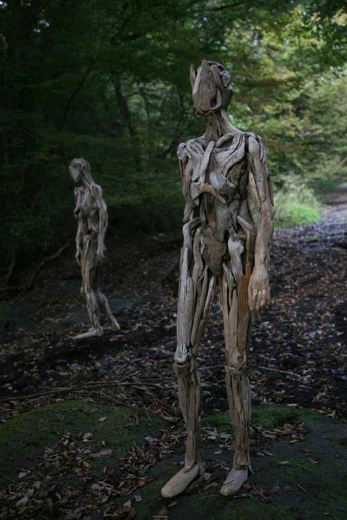 流木で作った人間のオブジェの画像(5枚目)