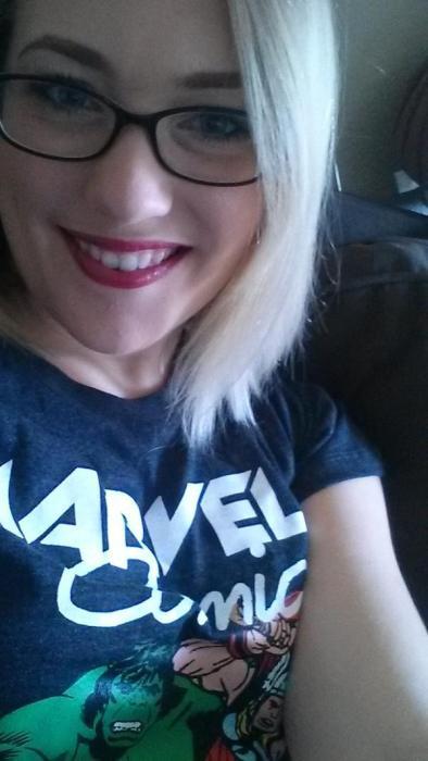 アメコミのヒーローのTシャツを着ている綺麗でセクシーなお姉さんの画像!!の画像(11枚目)