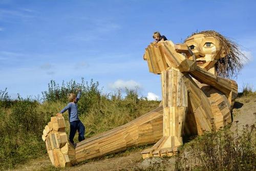 木でできた森の中の巨人の画像(9枚目)