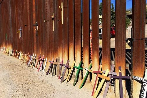 アメリカとメキシコの間の壁の画像(8枚目)
