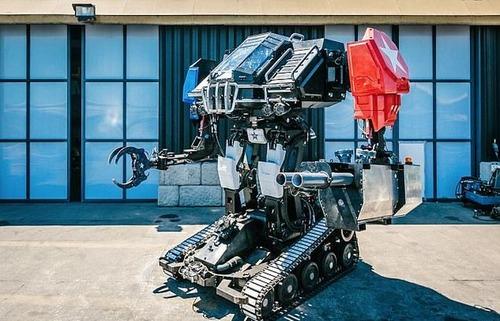 人が乗れる巨大ロボットの画像(2枚目)