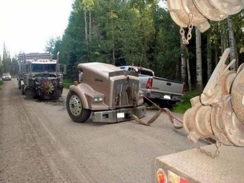 どうしてそうなった?何だか凄まじい事になっている自動車事故の画像の数々!の画像(14枚目)