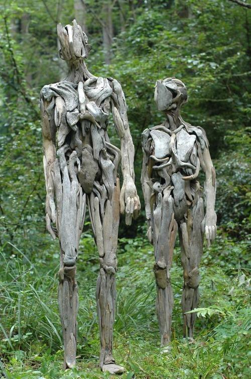 流木で作った人間のオブジェの画像(4枚目)