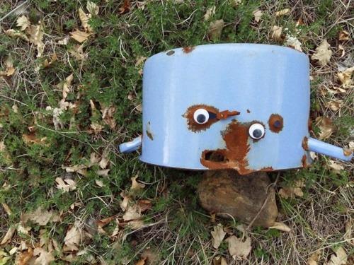 壊れたオブジェに目玉を付けたの画像(12枚目)