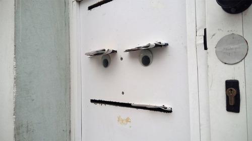 壊れたオブジェに目玉を付けたの画像(16枚目)