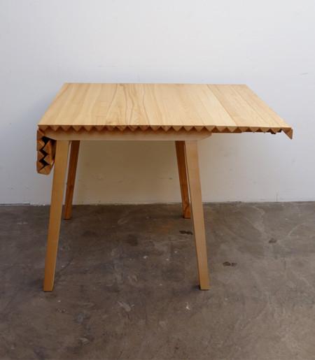 長さ調節自在な木製の机06