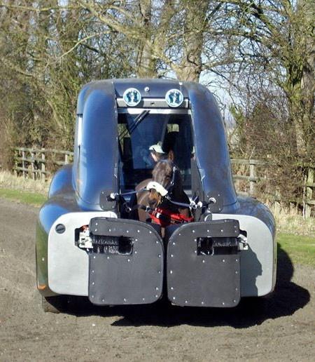 馬の力を利用した自動車の画像(2枚目)
