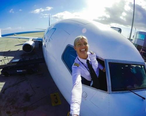 美人金髪のパイロットのお姉さんの画像(6枚目)