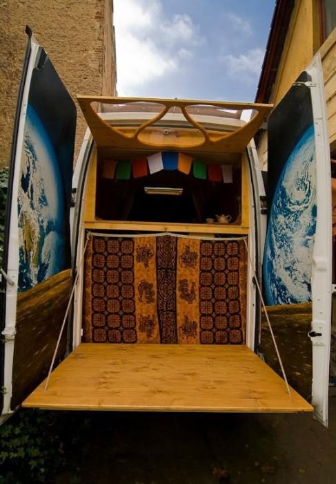 【画像】ワゴン車を木造のキャンピングカーにするカスタムが凄い!の画像(16枚目)