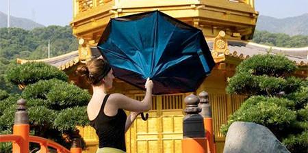 裏表が逆に折りたためる傘の画像(1枚目)