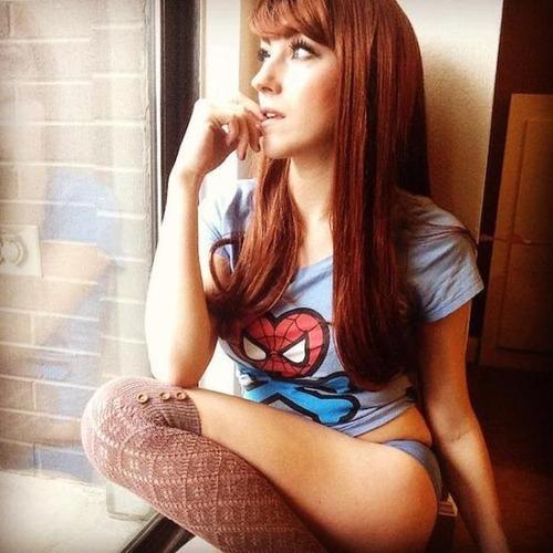 アメコミのヒーローのTシャツを着ている綺麗でセクシーなお姉さんの画像!!の画像(27枚目)