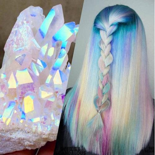 虹のような髪の毛の女の子の画像(2枚目)