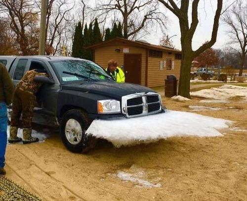 凍っている自動車の画像(23枚目)