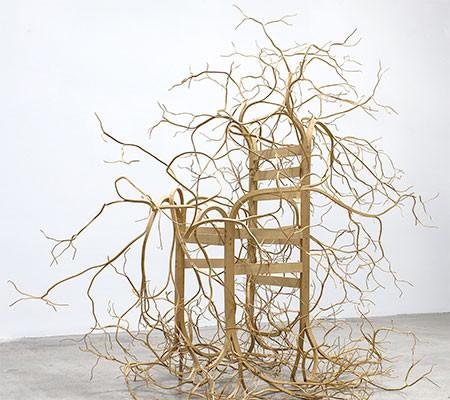 木の枝や根っこのような椅子08
