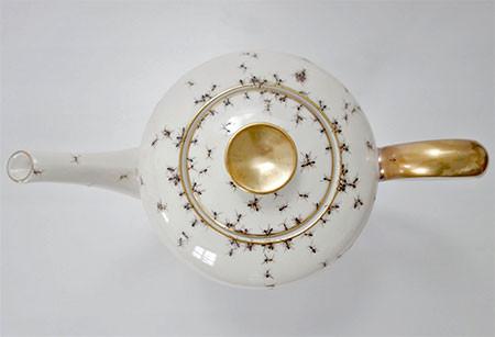 【画像】蟻が這い回っている柄の食器が悪趣味すぎるwwwの画像(4枚目)