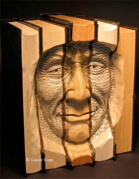 【画像】本の中に人の顔!本を使った彫刻のアートが凄い!!の画像(8枚目)