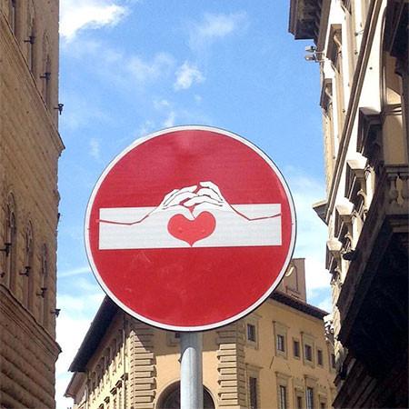 道路標識のストリートアート04