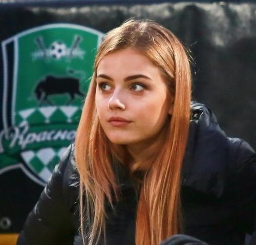 綺麗なサッカーのサポーターのお姉さんの画像の数々!!の画像(8枚目)